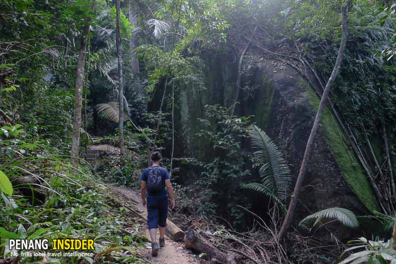 hiking_in_penang_hill_moongate_station5