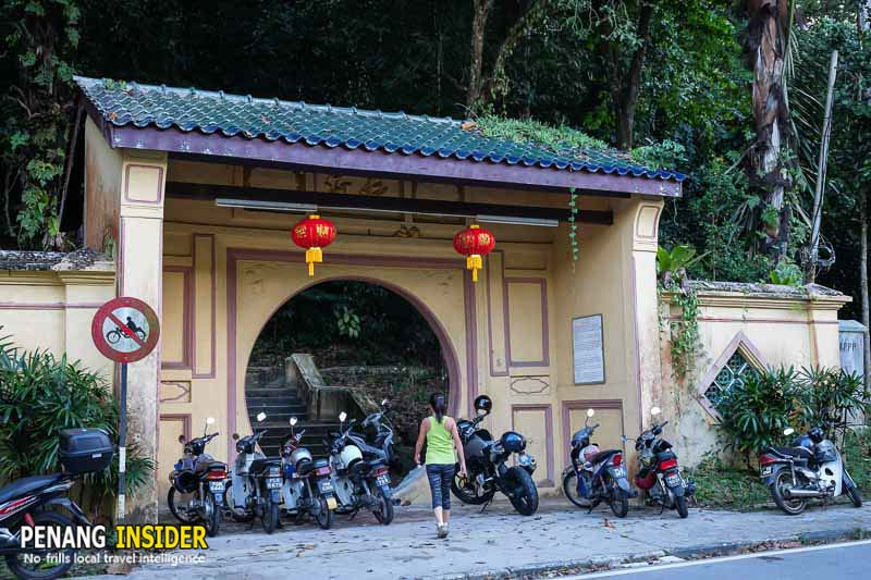 hiking_in_penang_hill_moongate_station5_moongate_entrance