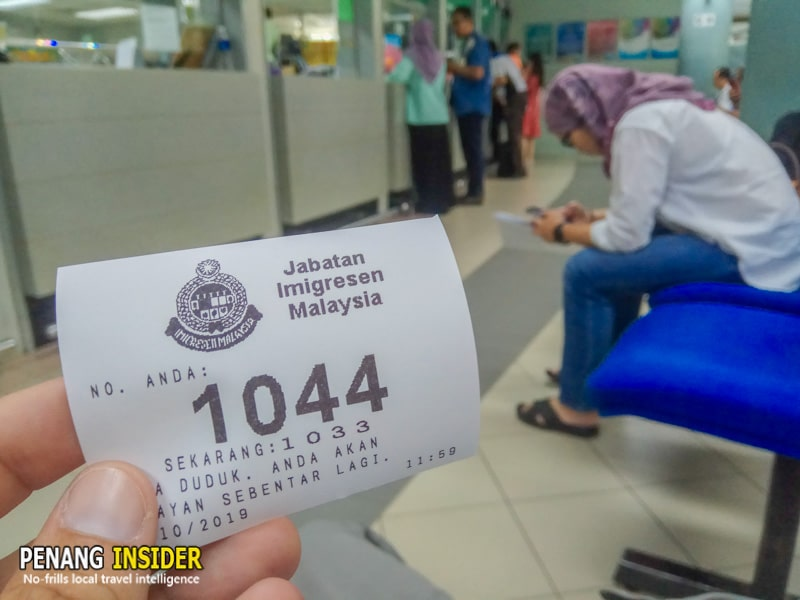 Malaysia_Long_term_visit_pass_renewal_waiting_in_line