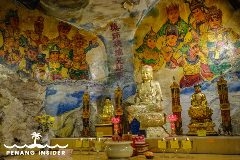 Ipoh_Cave_Temples-Kwan_Yin_altar