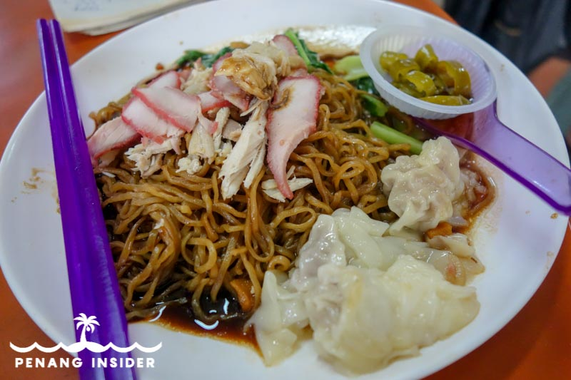 Scrumptious Taiping food: Wan Tan Mee with shredded chicken and pork slice on sale at Larut Matang Hawker Center's Stall 72