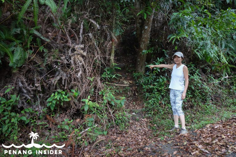 Woman at the entry to the jungle trail to Cherok Tok Kun summit.